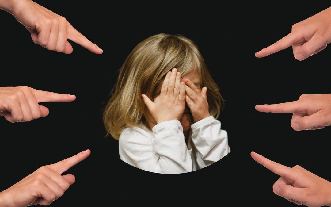 A szülők válásakor átélt trauma felnőttkori hajhullást okozott – Egy szomatodráma-játék története